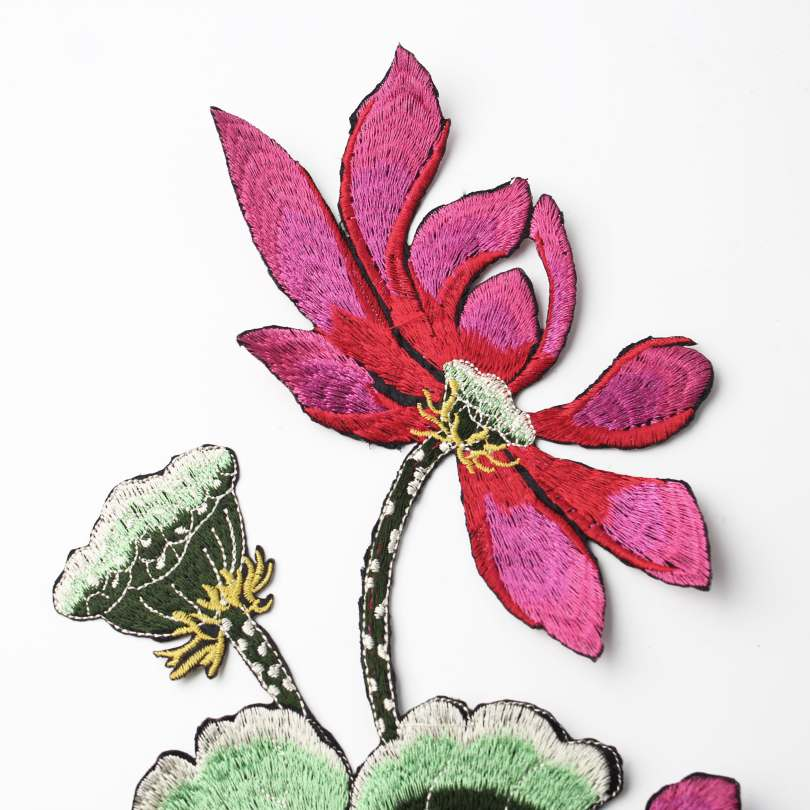 Hot melt glue flower embroidered stickers